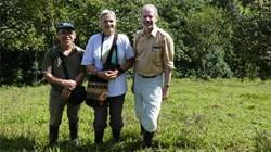 Unsere Partner in Mindo Lindo, Pedro Peñafiel (links)     und Dr. Heike Brischke (Mitte) mit Dr. Becker, Artenschutzstiftung Zoo Karlsruhe (rechts).