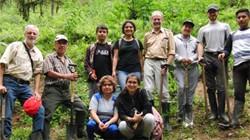 Baumpflanzung mit den Schülerinnen und Schüler des Colegio Los Bancos in La Elenita